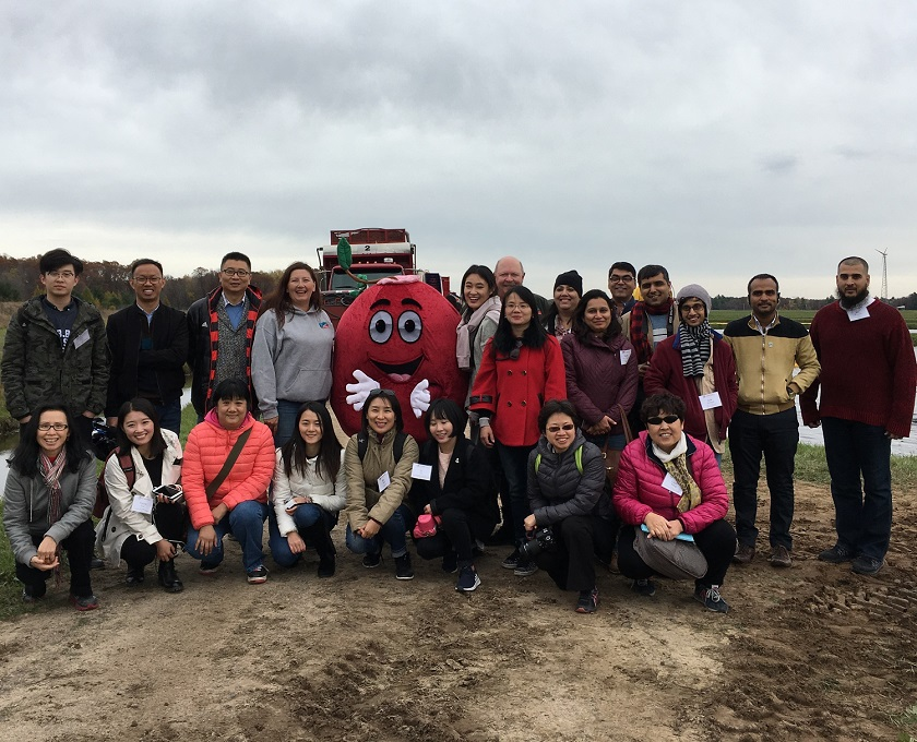 BCI leads China and India reverse trade mission during the Wisconsin cranberry harvest